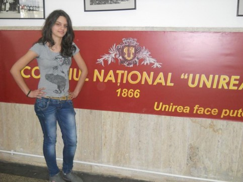 Eleva Dinu Maria, clasa a IX-a B, CAMPIOANĂ JUDEŢEANĂ LA O.N.S.S. CROS LICEE ÎN 2012, calificată la faza naţională de la Oradea