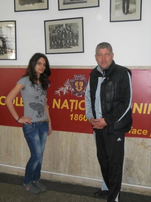 Dinu Maria şi profesorul de educaţie fizică şi sport Viorel Paizan