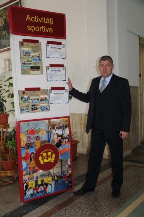 Profesorul Viorel Paizan, seful catedrei de educatie fizica si sport a CNU, presedintele comisiei tehnice Arte-Sport si a Asociatiei Sportive Scolare Unirea Focsani - \