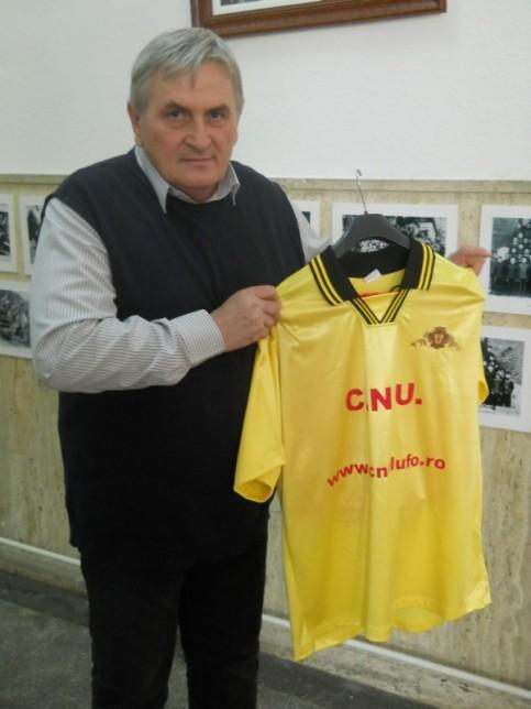 Noană Cornel, directorul CNU şi noul echipament oficial al echipei de fotbal