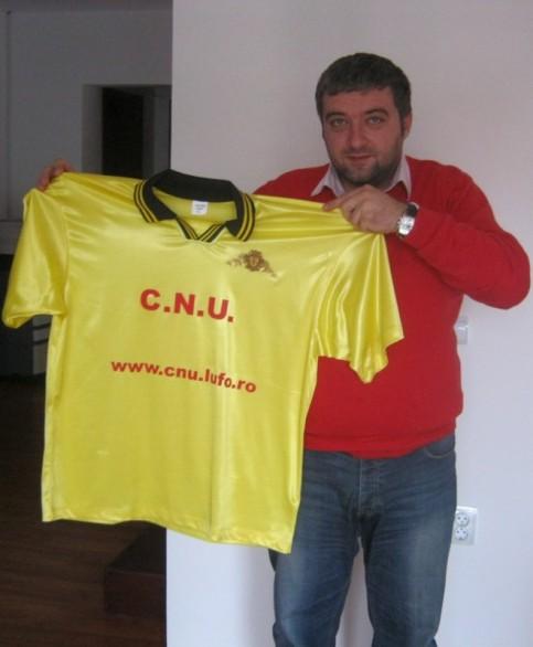 Vlad Vlăsceanu, fost elev al CNU, a donat noul echipament oficial